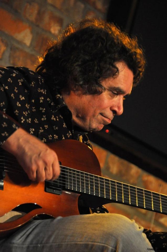 Guitarist Howard Alden at Pickwick's, Geneva, 9 March 2013